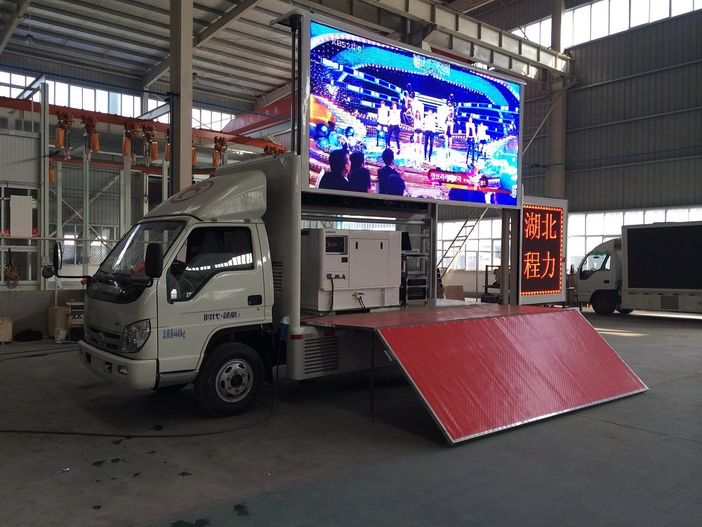 HOWO 4x2 Hydraulic Wingspan Mobile Stage Truck from China
